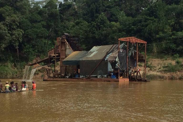 A gold dredge, owned by the Mac Lai Sima Gianna company, dumping tailings into the Itsaka River near the village of Vohilava in southeast Madagascar earlier this month. Much of the region depends on the river for fresh water. Photo: Mongabay