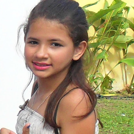 Michelle Vasconcelos Photo 6