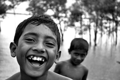 800px-A_Smiling_boy_from_Bangladesh