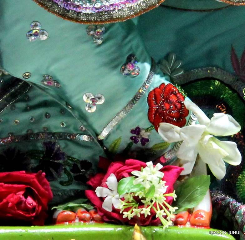 ISKCON Juhu Mangla Deity Darshan 17 Dec 2015 (14)