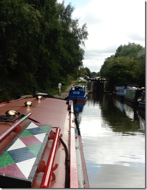 3 queue at glascote locks