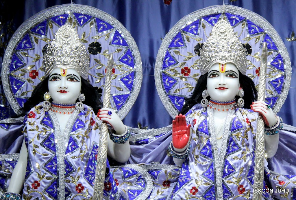 ISKCON Juhu Mangal Deity Darshan on 11th Aug 2016 (11)