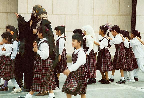 Bahrain - school children   (photo-galenfrysinger.com)