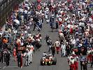 Mechanics push Heikki Kovalainen's Renault R27 onto the grid