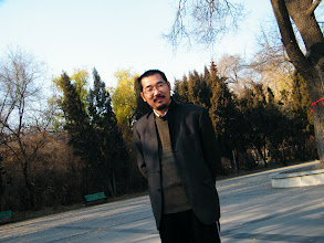 Photo: warrenzh 朱楚甲's works: early winter scenen in Qiqihar railway southern park::kid's keynote in our surroundings. the dad, benzrad 朱子卓 smiled for warrenzh, his son's shooting.