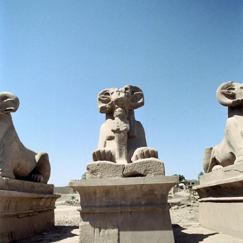 Luxor_14 Luxor Temple Statues.jpg