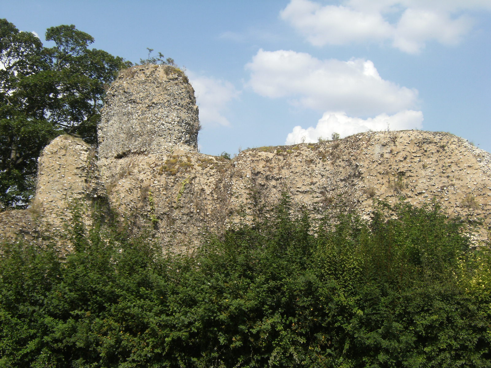DSCF9047 Walden Castle ruins