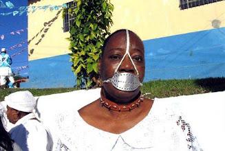 Photo: A lendária Escrava Anastácia, conhecida por sua imagem com uma mordaça, é relembrada por Dona Carmem.
