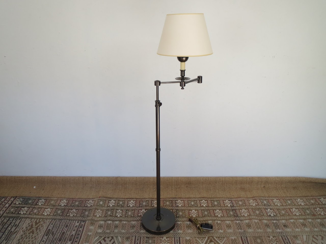 Library-Style Floor Lamp 2