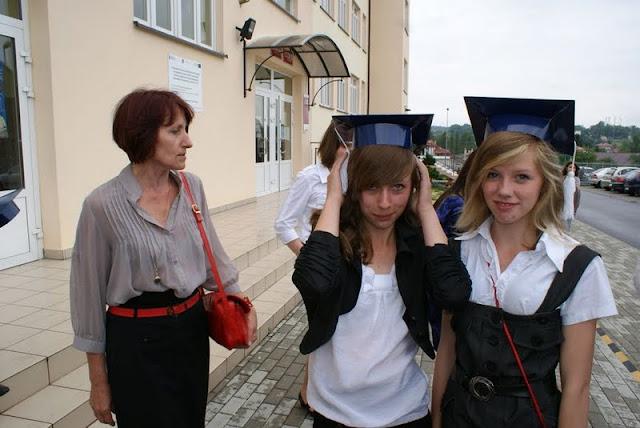 Zakończenie Gimnazjum przed budynkiem bis - DSC08153_1.JPG