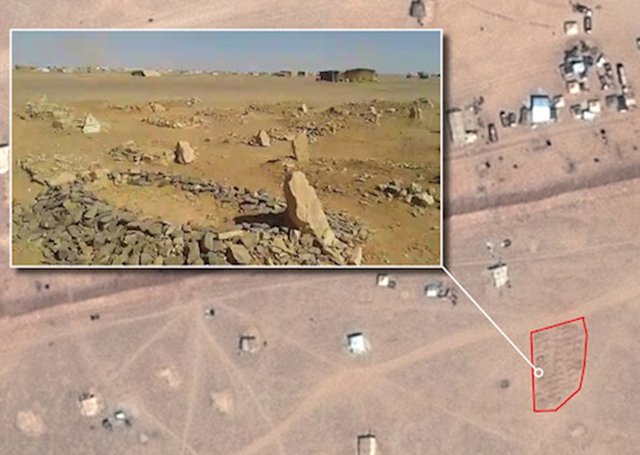 Satellite imagery showing location of second grave site at Rukban. Screenshot from video obtained via the Tribal Council of Palmyra and Badia. Video footage and satellite images showing makeshift grave sites and burial mounds offer a rare glimpse inside a desert no man's land between Jordan and Syria where tens of thousands of refugees who have been virtually cut off from humanitarian aid for two months are stranded, said Amnesty International on 15 September 2016. Photo: CNES 2016 / Distribution AIRBUS DS