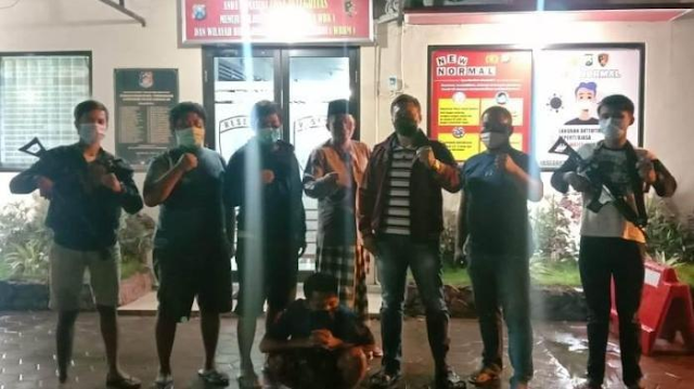 Pembunuhan terjadi di halaman parkir Indomart Ayah Sakit, Ibunya Tidur dengan Pria Lain, Anak di Bangkalan Membacok Tukang Selingkuh Hingga Tewas