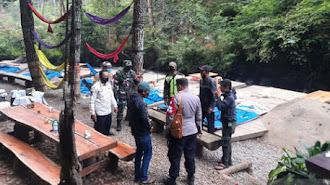 Satgas Bongkar Tenda di Wisata Perkemahan Bandung