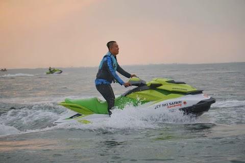 Serunya Bermain Jetski di Pantai Marina Semarang