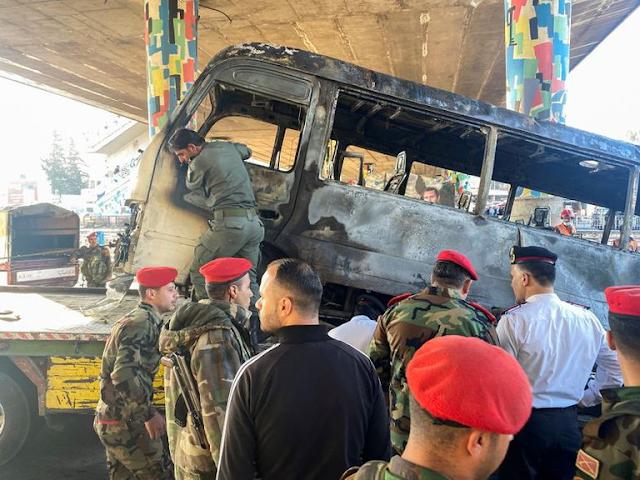 Un atentado en un autobús militar dejó 14 muertos en la capital de Siria