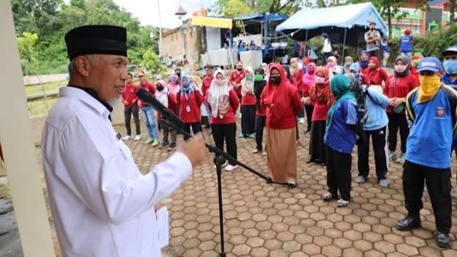 Foto: Wako Mahyeldi. Pilar-Pilar Sosial Kota Padang Bangun Ketahanan Keluarga.
