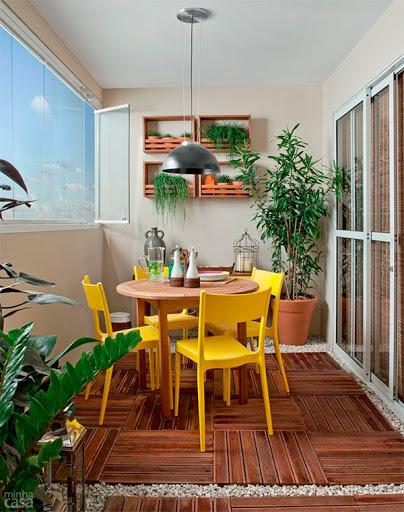 Decoração amarelo cadeiras