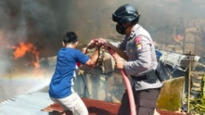 Kompor Meledak Saat Memasak, 95 Rumah Terbakar di Makassar