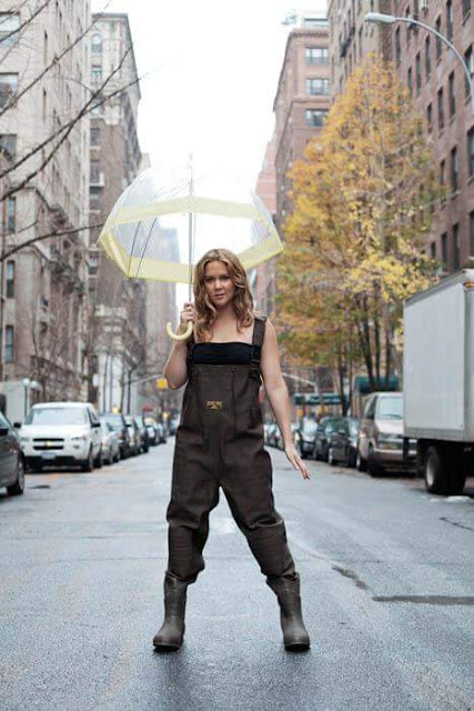 Amy Schumer comedian with umbrella pose
