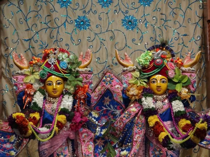 ISKCON Nigdi Deity Darshan 22 Jan 2016 (1)