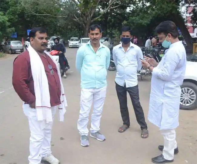 Bihar Assembly Election 2020 : लालूू के बंगले के बाहर RJD नेता अलाप रहे एक ही राग- चूड़ा-सत्तू खाएंगे, टिकट लेकर जाएंगे