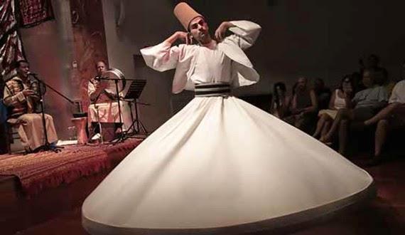 Danzas religiosas árabes de los derviches en el Festival de Arte Sacro