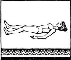 Лежа на спине с вытянутыми ногами