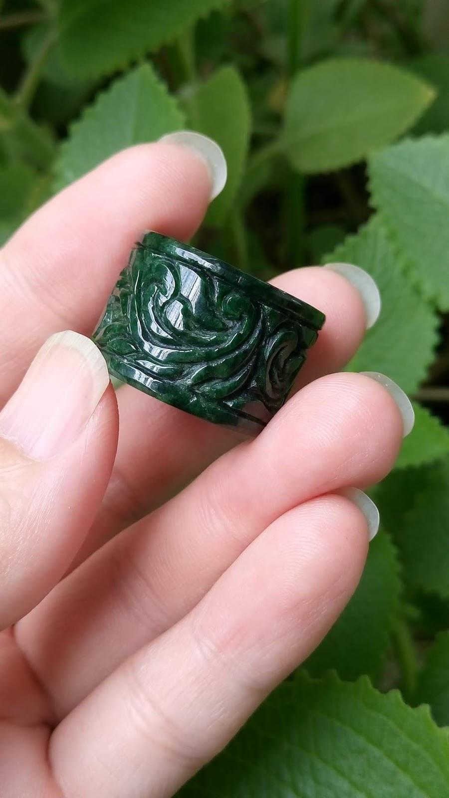 Nhẫn Càn Long bằng Ngọc Miến Điện chạm nghệ thuật