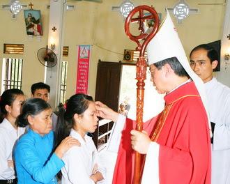 Giáo xứ Khoan Dụ - 118 em thiếu nhi được lãnh Bí tích Thêm Sức