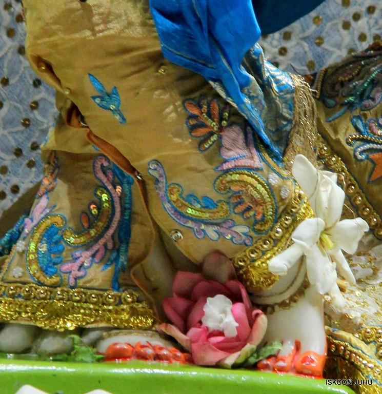 ISKCON Juhu Mangal Deity Darshan on 24 April 2016 (11)