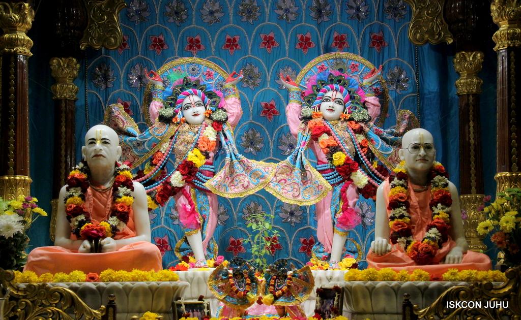 ISKCON Juhu Sringar Deity Darshan on 29th Dec 2016  (32)