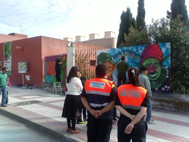 Miembros de Protección Civil de Benalmádena observando las actividades