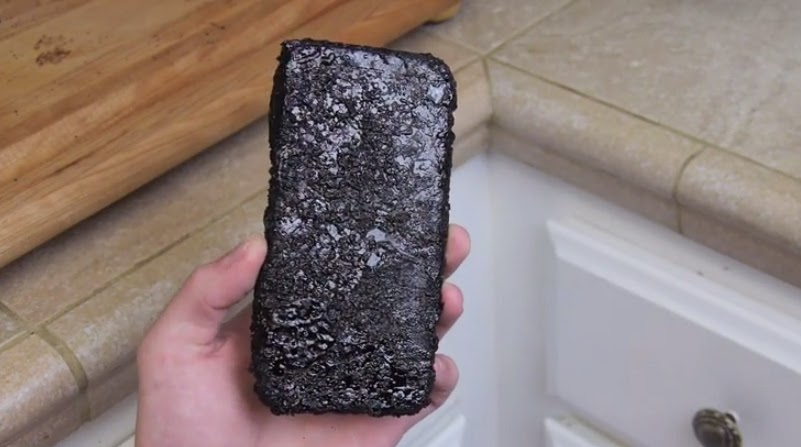 iPhone 6 Cook in a Boiling Coca-Cola WATCH and See the Result