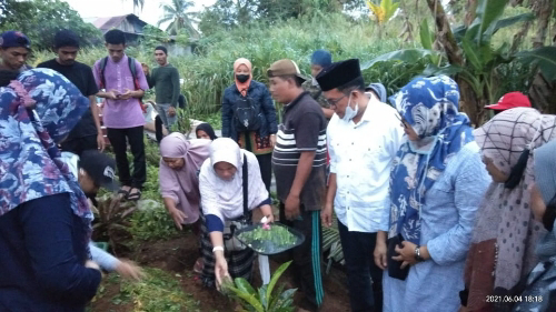 Wawako Erwin Yunaz Lepas Jenazah Ustazah Rizka, Guru PPKn ICBS