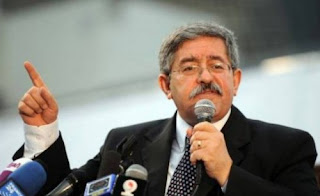 Ouyahia parle de l'indélicatesse de Valls, reproche à Rebrab de politiser l'affaire et qualifie M'henni de mercenaire