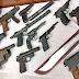ضبط 5 من عناصر اليمين المتطرف وبحوزتهم 70 سلاحا ناريا