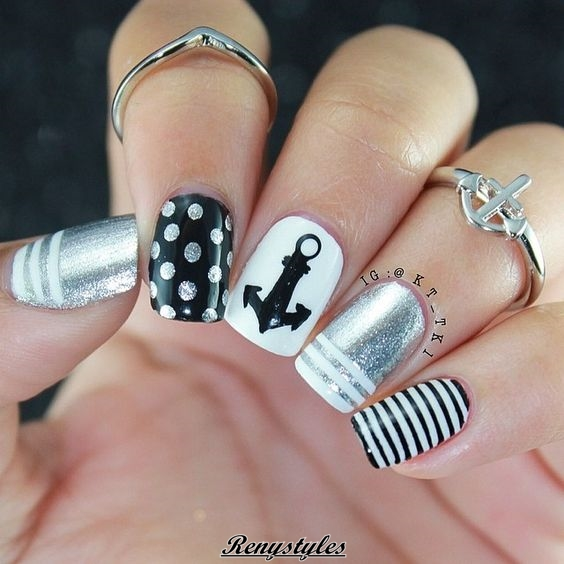 Awesome black and white manicure