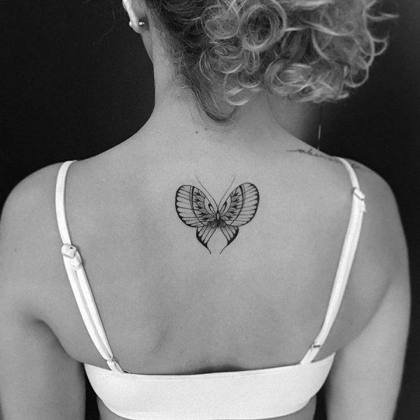 este_elegante_tatuagem_de_borboleta