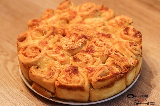 przekąski, chlebek, chlebek rwany, chlebek z masłem czosnkowym, chlebek ziołowo-czosnkowy, chlebek ziołowy, chlebek czosnkowy