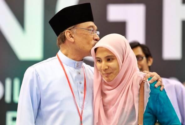 Sudah lama sejak ciuman itu, Nurul Izzah nantikan kepulangan papa