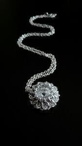 Mały srebrny wisiorek