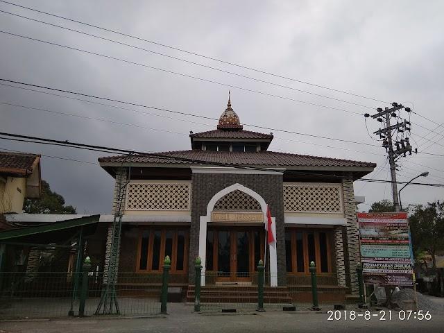 Masjid Darussalam Tanjunganom, Banjarnegoro, Mertoyudan, Magelang Bersama kita bisa walau dengan satu bata