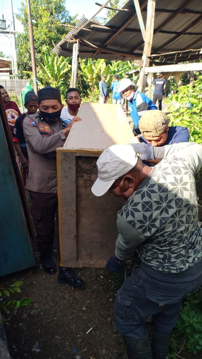 Tiga Pilar Kamtibmas Desa Belo Giat Bedah Rumah