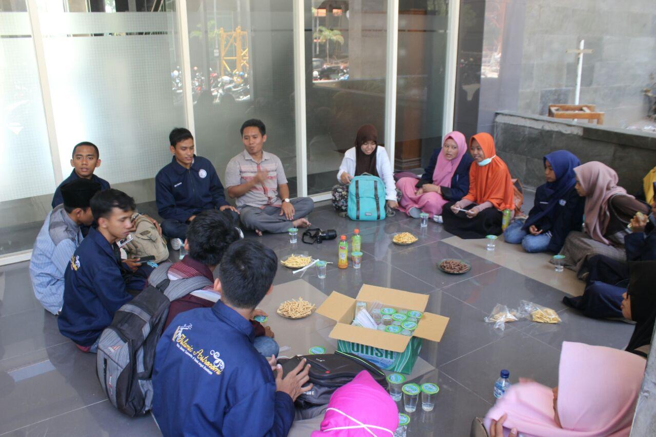 peserta diskusi Astronomi bersama SAC dan dosen pembimbing menjelang observasi