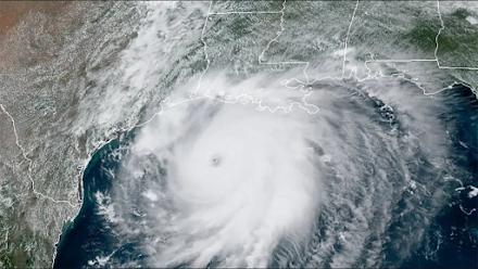 Σφοδρά φαινόμενα αναμένεται να προκαλέσει ο κυκλώνας Ενρίκε στις δυτικές ακτές του Μεξικού