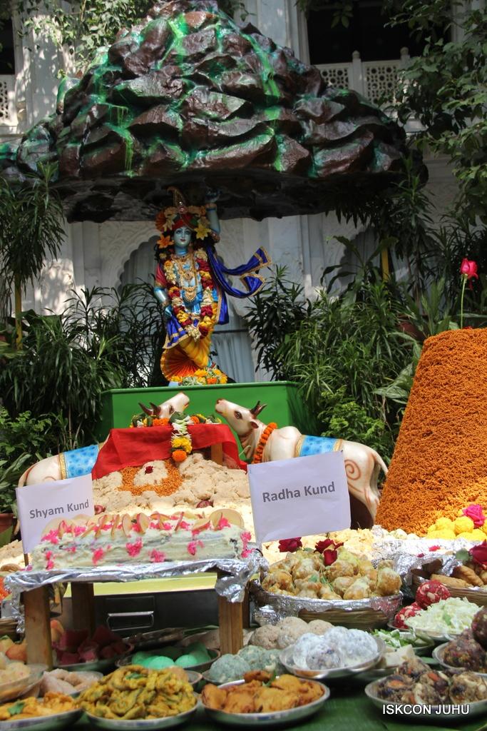 Govardhan Annakut Darshan  At ISKCON Juhu on 31st Oct 2016 (53)