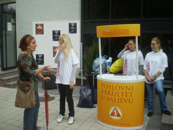 14.05.2010 - Studentska humanitarna akcija prikupljanja stare odece - p5120018_resize.jpg