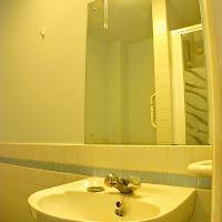 Room 18-bathroom