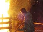 Práce ohnivce je občas riziková.