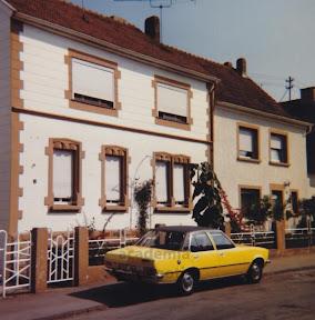 Treppenstraße mit Originalfront.jpg